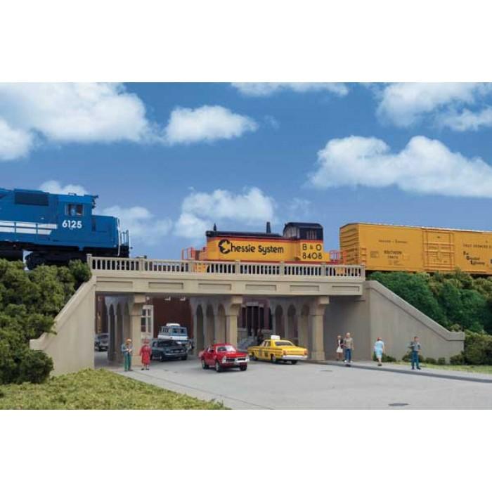 Walthers Cornerstone Cross-Dock Truck Facility