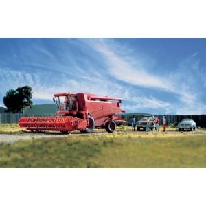Walthers SceneMaster Farm Combine w/Grain & Corn Heads